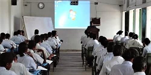 Application to Principle for Multimedia Facilities in Classrooms
