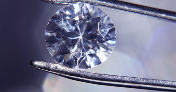 Researchers make strong carbon nanostructures from diamonds