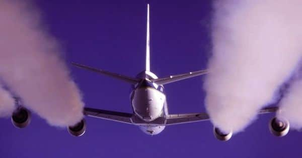 Commercial airliners monitoring greenhouse gas emissions
