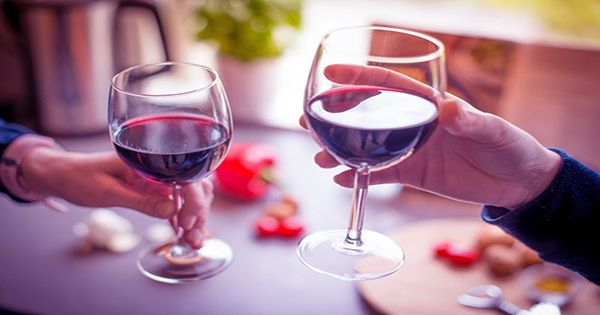 """Why Wine Has """"Legs"""" When Swirled Discovered by Physicists"""