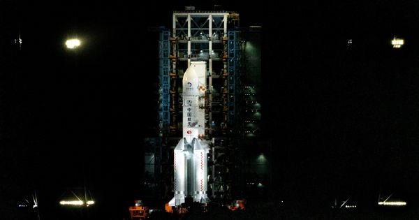 China arranged Chang'e-5 Team for Recovering Samples from the Moon