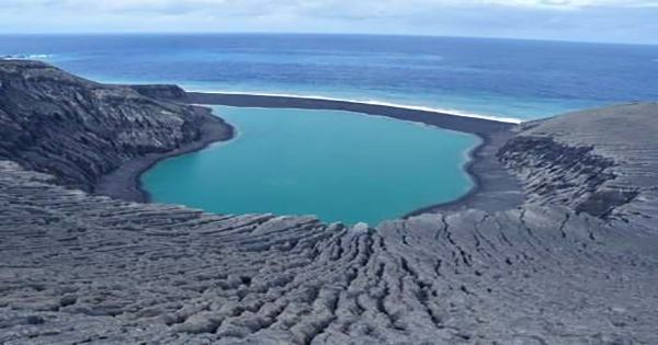 Persistent Early Islands May Have Provided the Cradles for Life on Earth