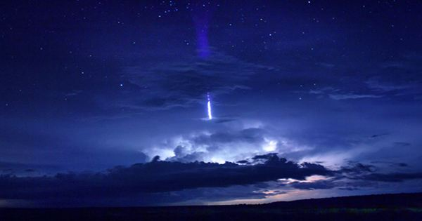 """Blue Jet"" Lightning Shooting Into the Stratosphere Captured From the ISS"