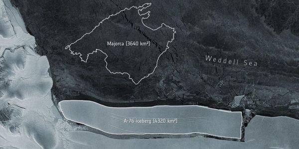 A-Gigantic-Iceberg-has-broken-off-from-the-Antarctic-1