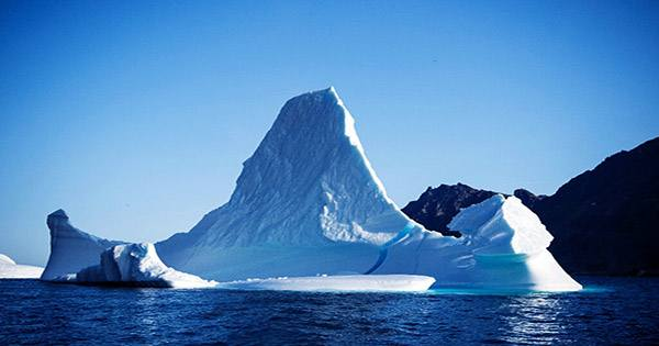 A Massive Antarctic Lake has Mysteriously Vanished