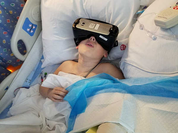 VR-as-a-Pain-Reliever-Reducing-the-Pain-of-Dressing-Changes-in-Pediatric-Burn-Patients-1