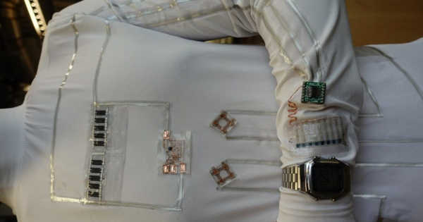 Wirelessly Wearable Device use Human Body as a medium for Transmitting Power