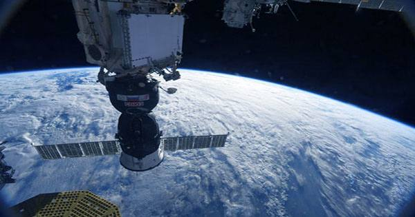 NASA Denies Russian Rumor that US Astronaut Drilled Hole in ISS to Come Home Early