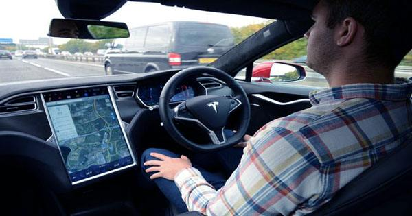 Tesla Autopilot is Mistaking the Moon for Amber Traffic Lights and Slowing Cars Down